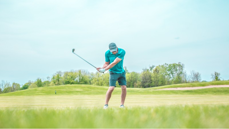 Swing golf club - Correct Golf Ball Position: Where Should It Be In Your Stance?
