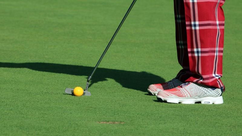 golf putt 1 - Get Better at Golf: Putting Drills at Home